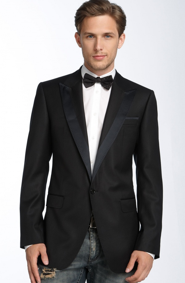 White dinner jackets have been a formal wear option in warm climates since the 's. It is a truly elegant form of dress that is typically worn during summer months (from Memorial Day and Labor Day). Dinner jackets are also quite a classic style dress for formal nights on cruises.