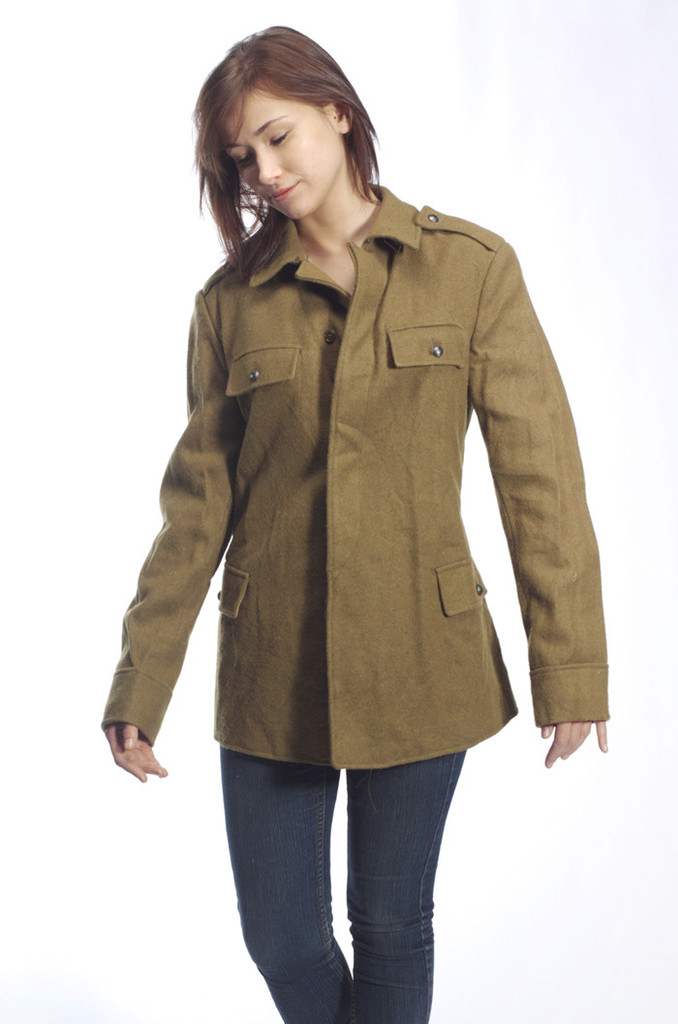 Bring a rugged edge — and a little extra warmth — to any of your looks with the Military Jacket from Universal Thread™. This army-inspired olive jacket brings a modern update to the classic style with the boxy fit and raw hem.