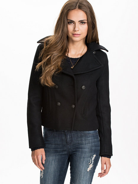 Short black denim jacket – Modern fashion jacket photo blog
