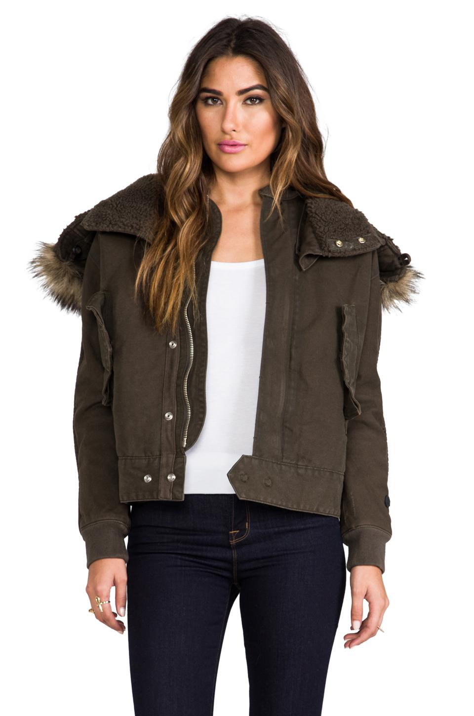The jacket first appeared only upon her departure -- by the time Trump arrived in McAllen, Texas, the olive drab jacket, a $39 Zara design, was gone, and she walked into the housing facility clad.